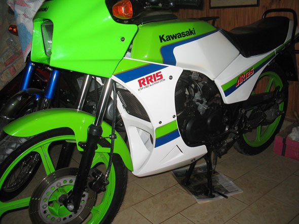 Moto Kawasaki AR 125