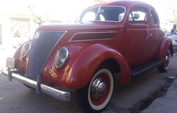 Auto Ford 1937 Coupé