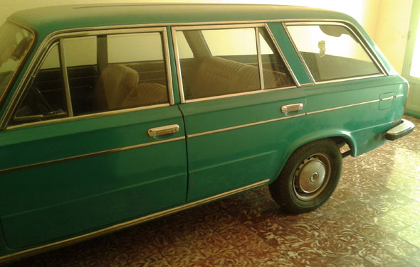 Car Fiat 125 Familiar
