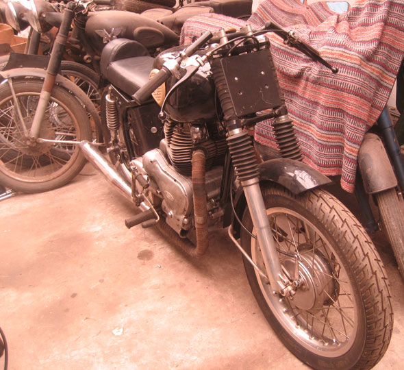 Motorcycle Royal Enfield 700