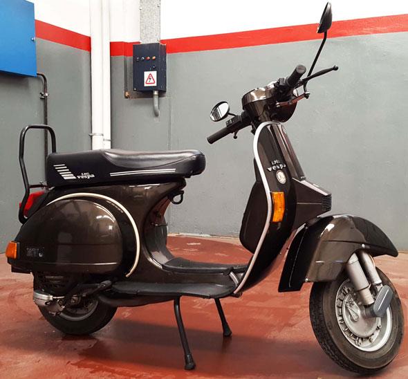 Motorcycle Vespa NV 150