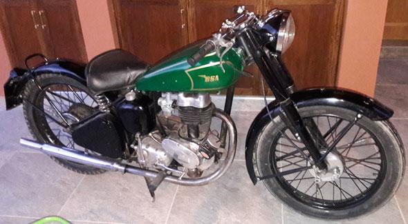 Motorcycle BSA C11