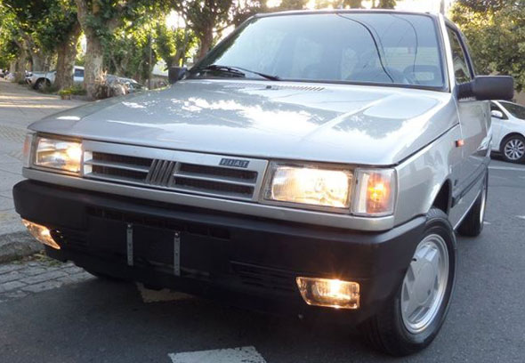 Car Fiat Uno SCR