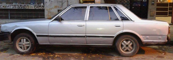 Auto Nissan Datsun Laurel 1982