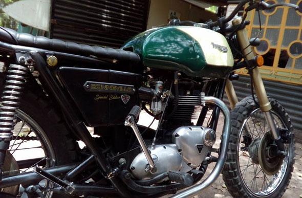 Moto Triumph Boneville 750