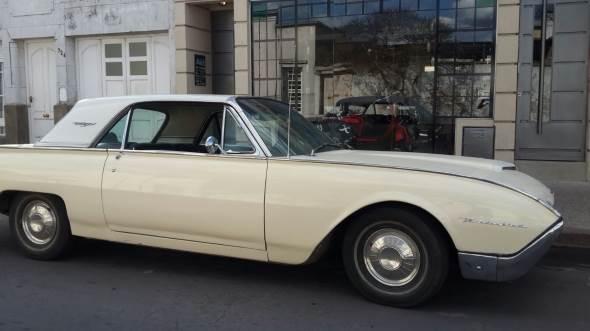 Car Ford Thunderbird