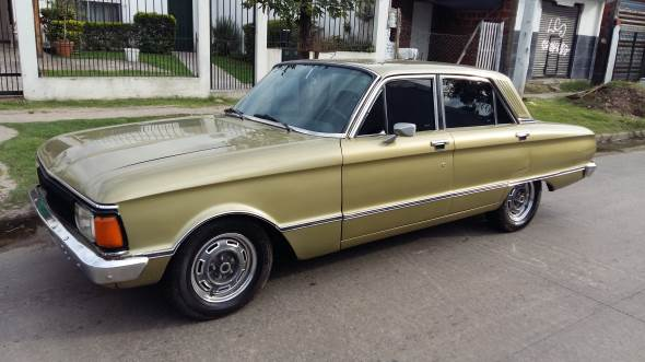 Car Ford Falcon Deluxe 1980