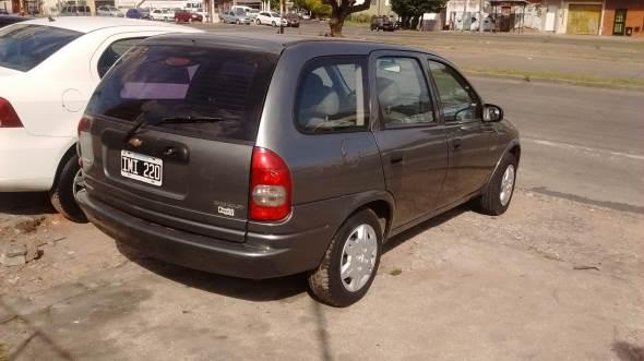 Car Chevrolet Corsa