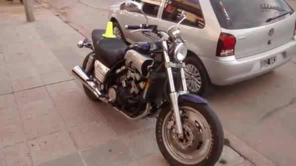 Auto Yamaha Vmax