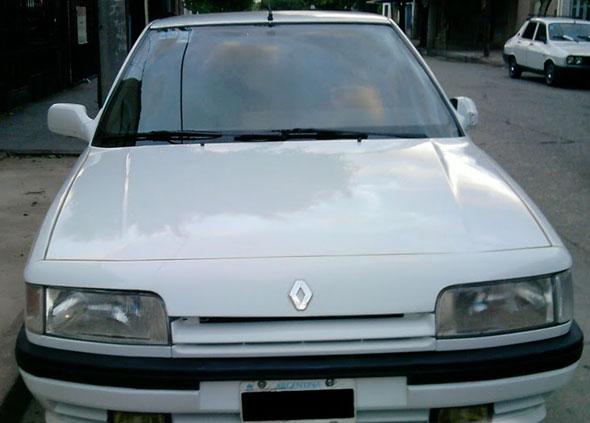 Car Renault 21