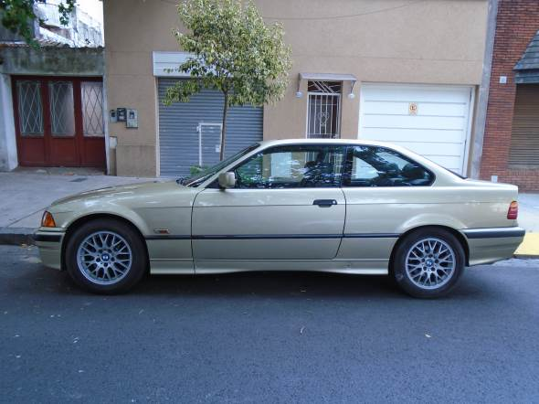 Auto BMW 325 I Coupé