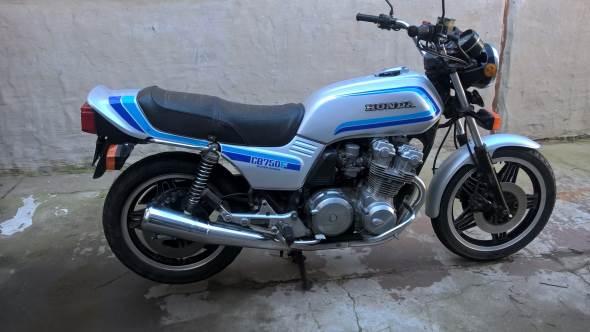 Moto Honda CB 750 SS