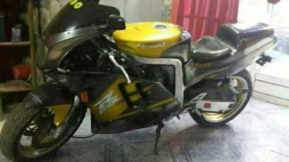 Moto Suzuki GSXR 400R
