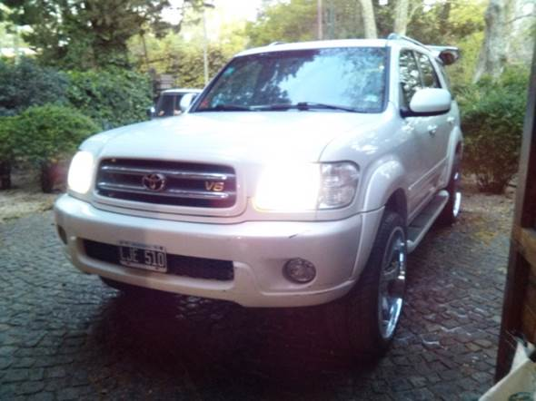 Auto Toyota Sequoia Limited