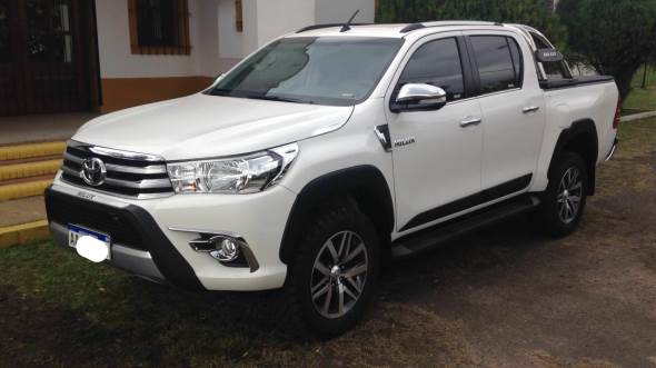 Car Jeep Hilux SRV 2.8