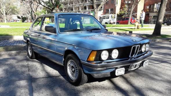 Car BMW 323i