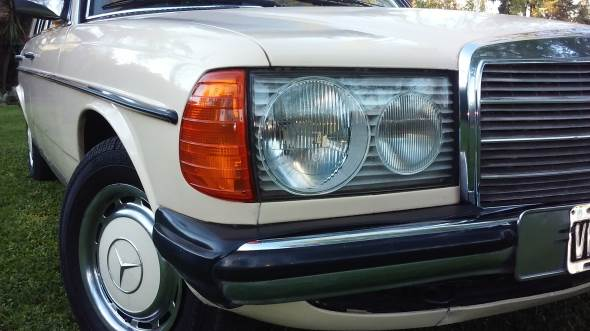 Auto Mercedes Benz 230 E