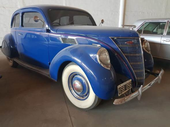 Car Lincoln Zephyr V12 1937