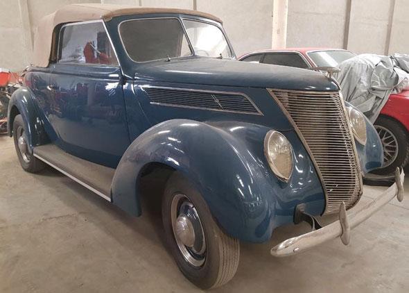 Auto Ford V8 Cabriolet 1937