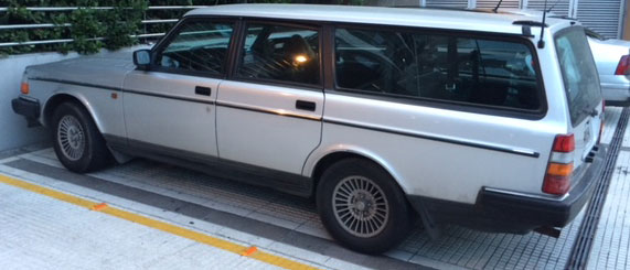 Auto Volvo 240 Rural Automática