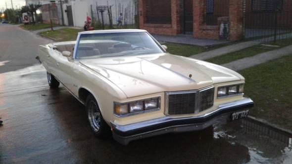 Car Pontiac Bonneville