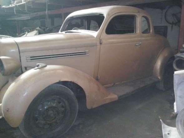 Car Plymouth Coupé 1935