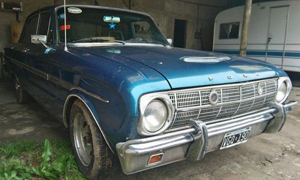 Auto Ford Falcon